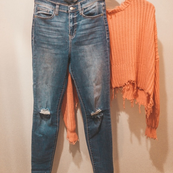 Semi Distressed Unfinished Hem Skinny Jeans